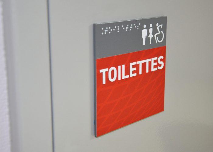 8-plaque-de-porte-braille-lettres-reliefs