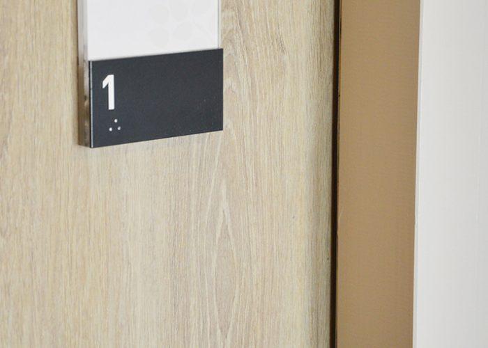 Plaque de porte Braille