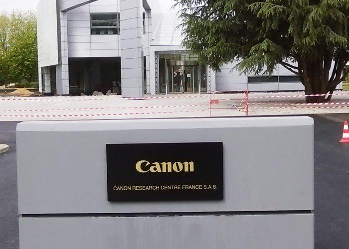 Signalétique de Canon : Panneau d'identification