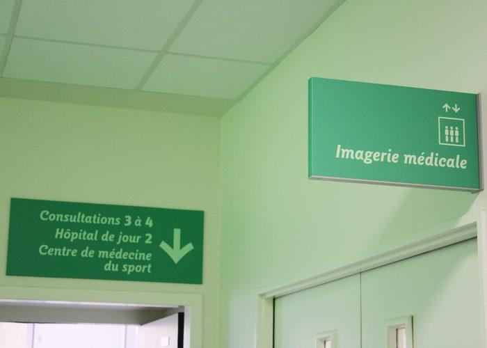 Signalétique du centre hospitalier - Jalonnement Drapeau