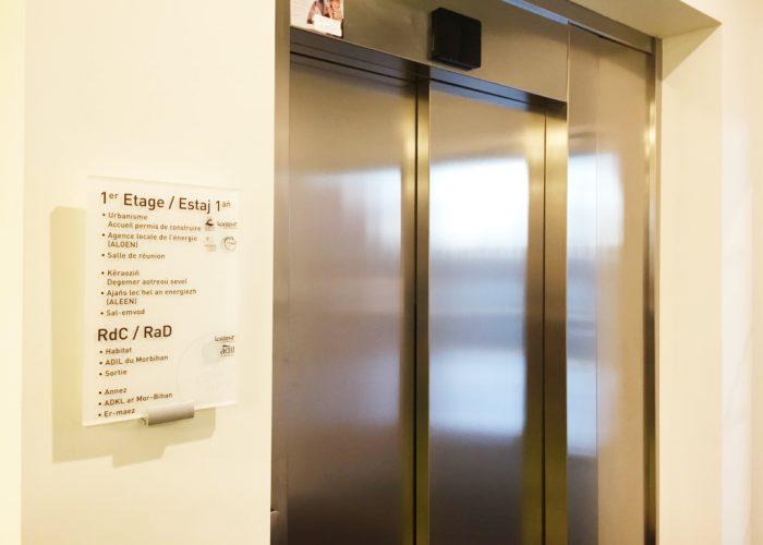 Signalétique élégante - Répertoire d'ascenseur