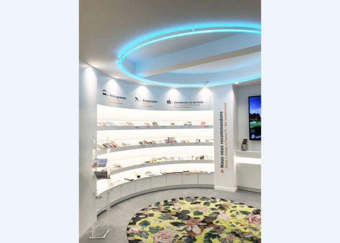 Décor intérieur en vinyle adhésif - Signalétique intérieure de l'Office de tourisme